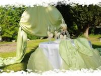 В цвят екрю, с перли и орхидеи